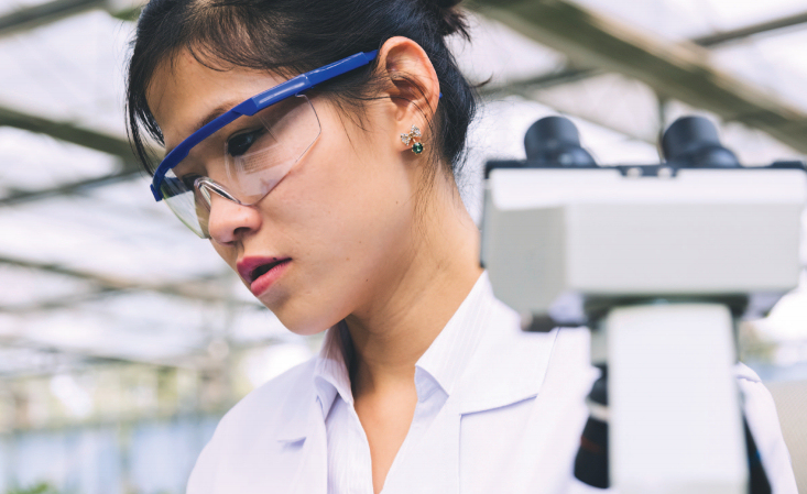 asian-female-scientist